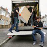 removals-business-a-removals-company-two-men-lifti-SAGTQ2H-min